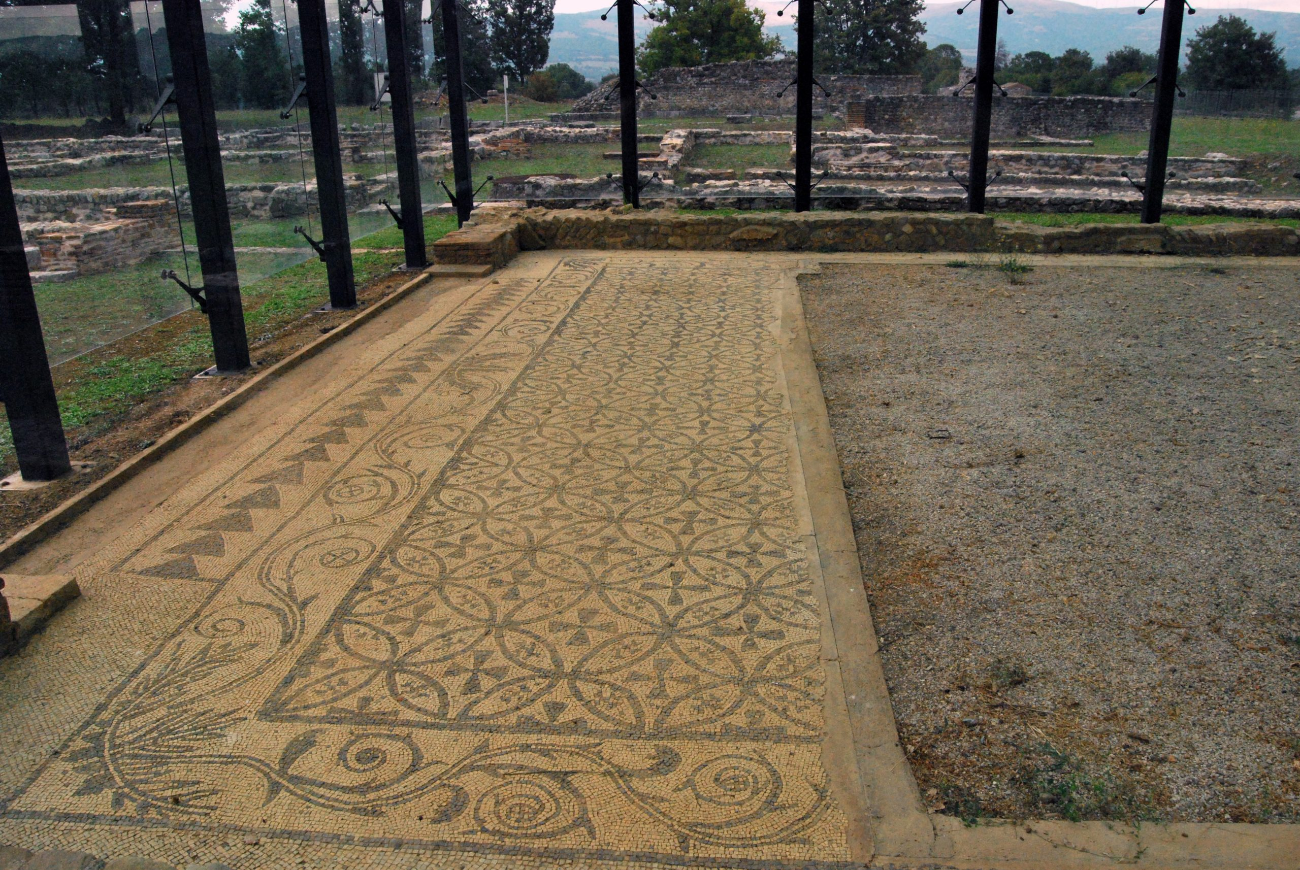 Il mosaico del triclinio estivo