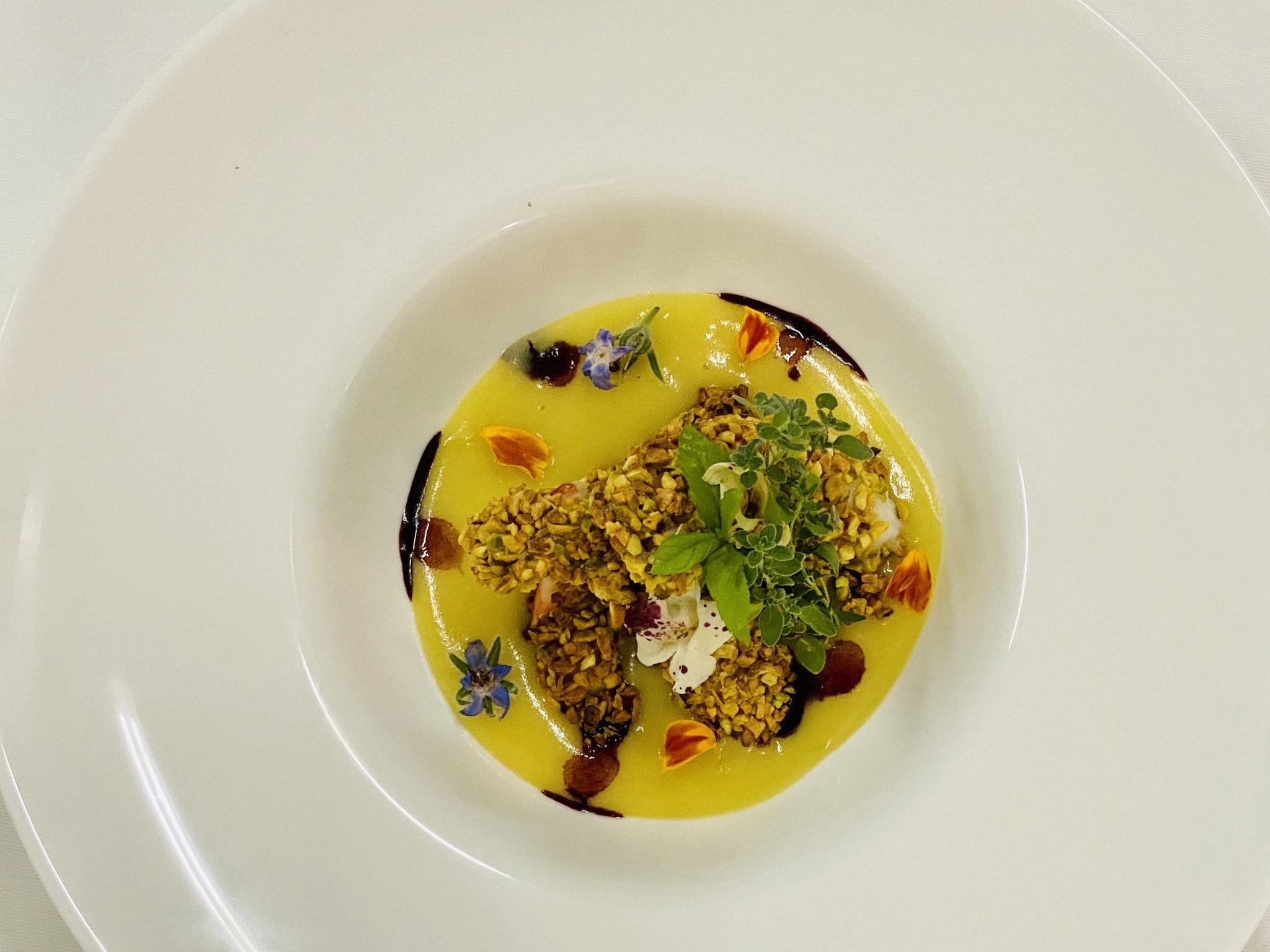 Mazzancolle in crosta di pistacchio di Stigliano, su soffice di patate alla vaniglia, e gocce di miele di aglianico.